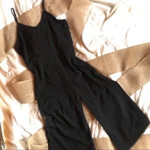 ⬇️ $30 Monteau black jumpsuit